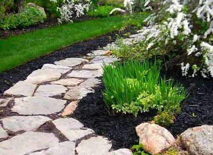 Black Mulch Around Stepping Stones Garden Pinterest 640 x 480