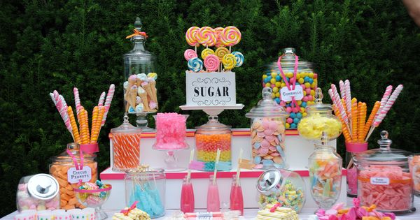 love this candy table!