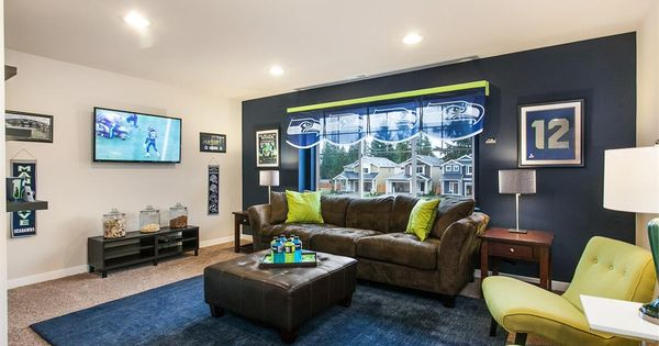 Seattle Seahawks Themed Bedroom At Cascade Park Model Home
