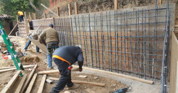 Concrete Retaining Wall Construction Video Concrete Construction Concrete Retaining Walls Retaining Wall Retaining Wall Construction