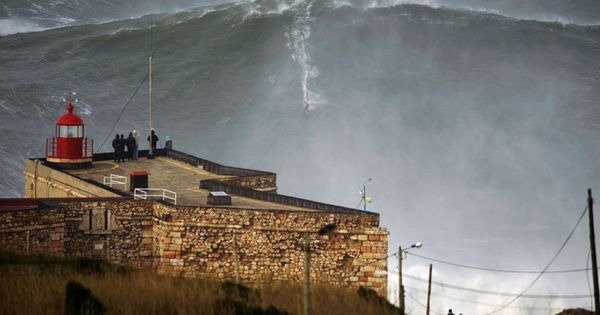 Surf S Way Up Garrett Mcnamara Claims To Ride Record Wave In Portugal Surfing Waves Big Wave Surfing Giant Waves