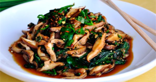 Sauteed spinach, Garlic sauce and Spicy on Pinterest
