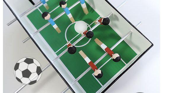 tischfu ball aus w scheklammern und schuhkarton basteln pinterest spieltische fu ball und. Black Bedroom Furniture Sets. Home Design Ideas