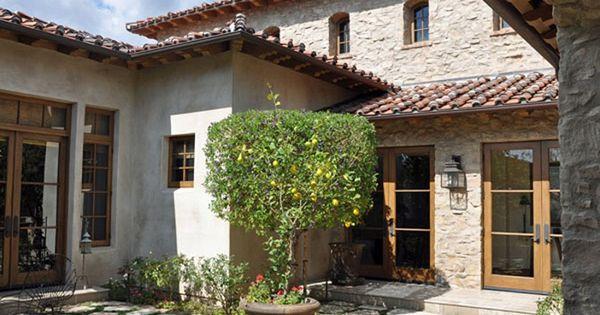 Diseno de casa rustica de piedra y puertas de - Diseno casas rusticas ...