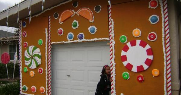 Turning the garage into a gingerbread house love it for Gingerbread house outdoor decorations