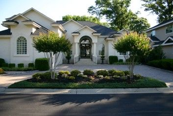U Shaped Driveways Are Unique And Utilitarian Circle Driveway Landscaping Driveway Design Modern Landscaping
