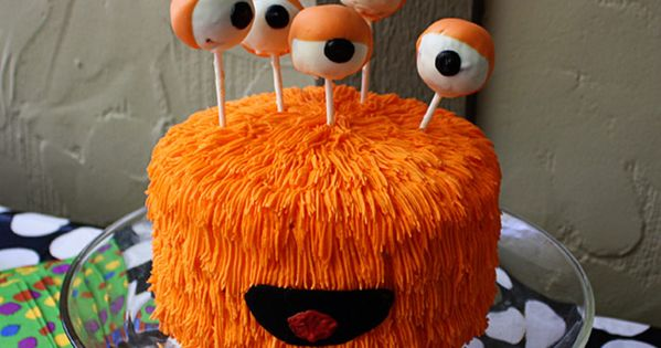 Super cute monster cake idea for halloween kids' party