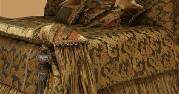 Elegant Bedding And Decorative Pillows. Bed Sets Have