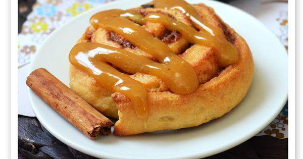 Rollos de canela o cinnamon rolls con chocolate y toffee ...