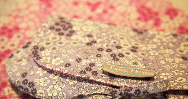 tissus fleuris frou frou le salon l aiguille en f te version pro mercerie cr ative couture. Black Bedroom Furniture Sets. Home Design Ideas