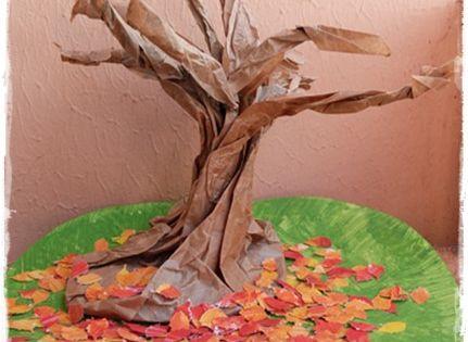 l 39 arbre en sac papier un bricolage d 39 automne original bricolage automne feuilles mortes et. Black Bedroom Furniture Sets. Home Design Ideas