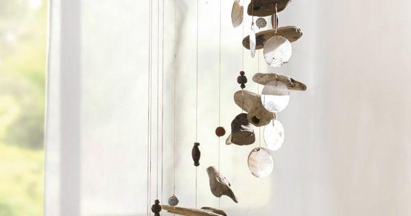 mobile en bois flott et nacre avec perles et cailloux