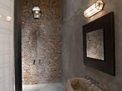 Ba o r stico ducha con pared de piedra pila de piedra for Pilas de lavabo