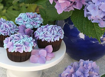 pretty cupcakes perfect for a bridal shower!