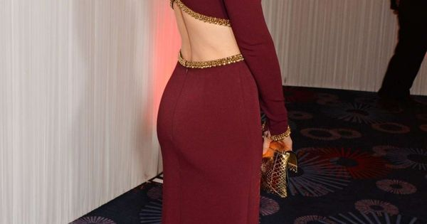 Kate Beckinsale curves in a nice rear view in a...