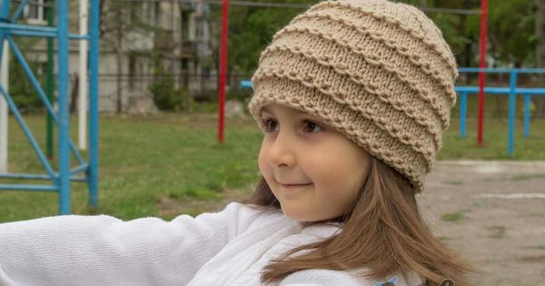 Easy beanie knitting pattern. Free. Left view. Knitting ...