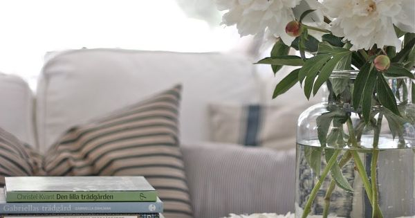 Love the coffee table and the ticking pillows For the  : 42e12628b8a426c4f01420b979757c82 from www.pinterest.se size 600 x 315 jpeg 28kB