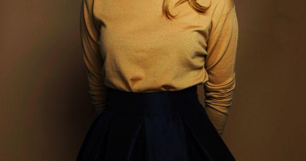 Emma Roberts, bright pink lipstick