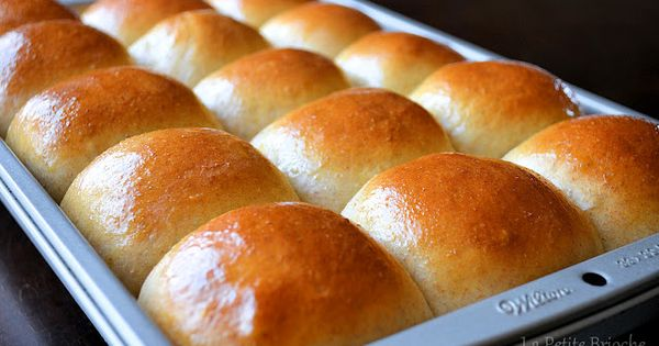 Homemade Hawaiian sweet rolls! King's Hawaiian copycat - looks delicious, and I