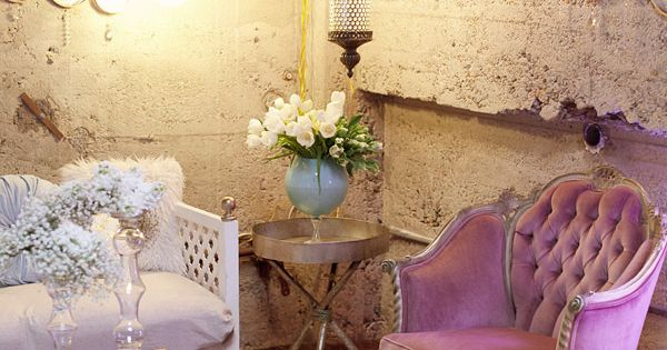 Beautiful decor using pink, gold, aqua, and whites. Like the purple chair