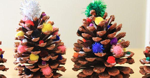 Decoraci n con pi as mini rboles de navidad hechos con - Adornos de navidad hechos con pinas ...