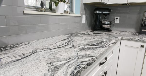 Gorgeous Vanilla Ice Granite In This Knoxville Tn Home By Knoxville S Stone Interiors Oak Kitchen Remodel Kitchen Remodel Kitchen Cabinets Color Combination