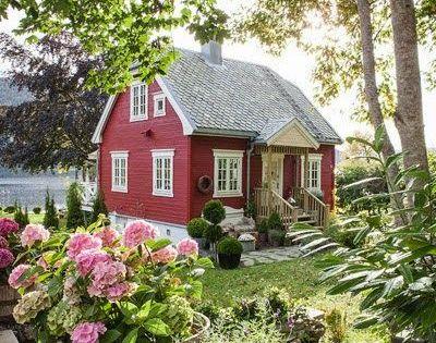 Little red cottage tiny homes pinterest maisons de for Pinterest maison de campagne