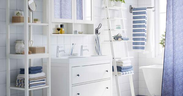 Ba o blanco con armario para lavabo estante y armario de for Armario para lavabo