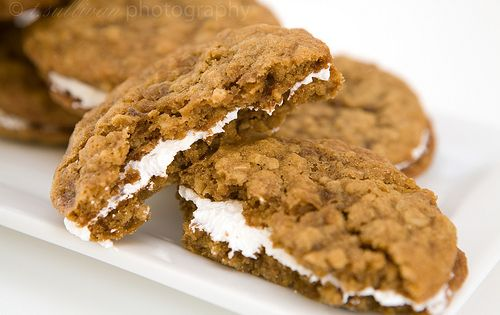 Homemade Oatmeal Cream Pies. OMG I CRAVE Little Debbie Oatmeal Pies!