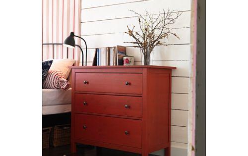 hemnes commode 3 tiroirs rouge ikea chambre b b pinterest hemnes commodes et tiroir. Black Bedroom Furniture Sets. Home Design Ideas