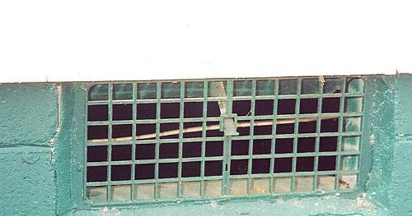 How To Replace Foundation Vent Screens Hunker Crawl Space Vent Covers Crawl Space Ventilation Crawl Space Cover
