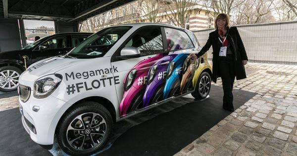 car wrap of a smart car by megamark marquage adh sif flocage et stickage d 39 une smart. Black Bedroom Furniture Sets. Home Design Ideas