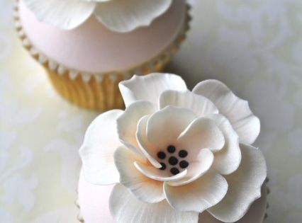 Peach & Ivory Flower Cupcakes. This site also has dozens of gorgeous
