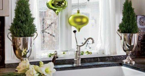 Silberne Deko Vasen : fensterdeko f r weihnachten silberne vasen weihnachtskugeln weihnachts deko pinterest ~ Indierocktalk.com Haus und Dekorationen