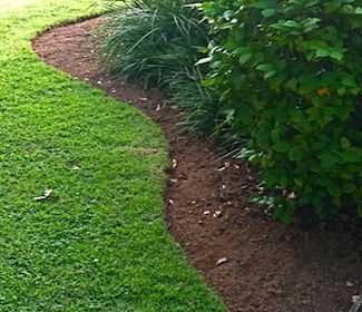 Natural Landscape Edging Great Idea To Use A Hose As The Guide If It Will Be Curved Landscape Edging Large Backyard Landscaping Backyard Landscaping