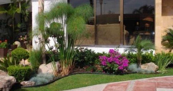 Jardines peque os con piedras y troncos reas verdes for Jardines pequenos y bellos