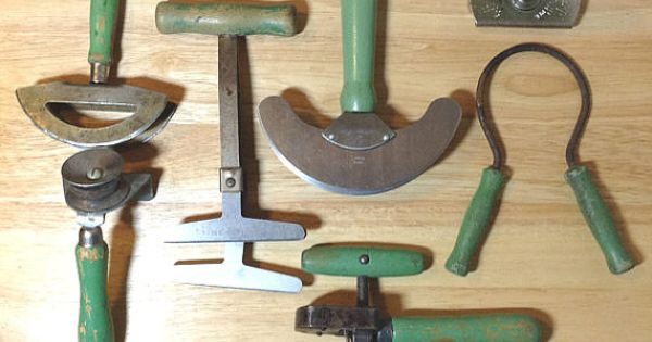 Antique Green Wood Handle Kitchen Gadget Utensils With Can