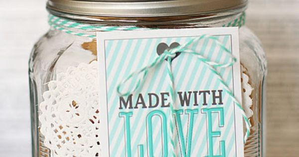 Valentine's Day gift ideas for anyone: baked goods in mason jar
