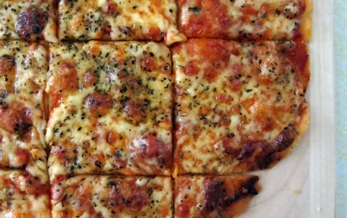 St. Louis-Style Pizza - Homemade pizza in 15 minutes. From Cinnamon Spice