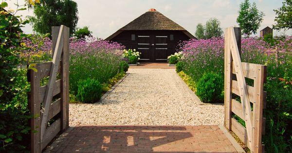 Tuinontwerp tuinaanleg tuinonderhoud landelijke tuin met moderne - Entree eigentijds huis ...