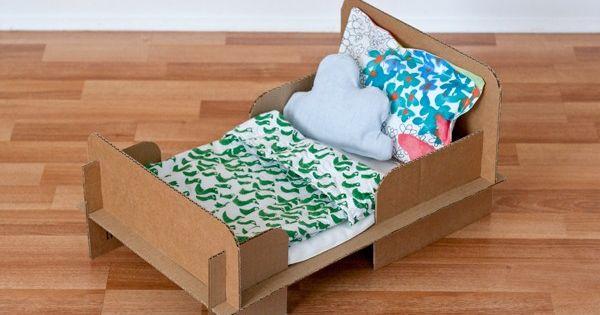 gro artige anleitung f r ein puppenbett aus karton diy. Black Bedroom Furniture Sets. Home Design Ideas