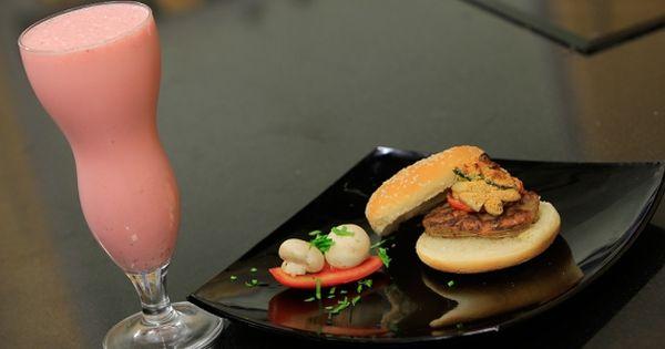 Cbc Sofra طريقة تحضير عصير فراولة فرابيه شريف الحطيبي Recipe Food Breakfast Milkshake
