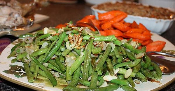 Easy Thanksgiving Recipe: Roasted Green Beans with Shallots and Almonds