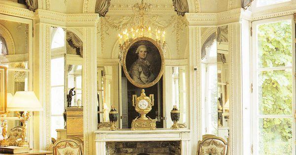 Octagonal salon in the comtesse de provence s garden for Open the door salon de provence