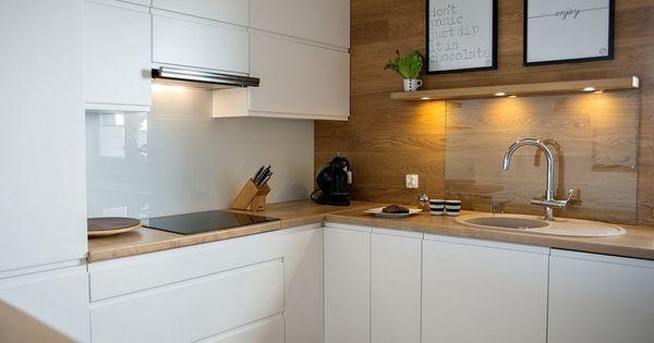 moderne k chen in eiche arbeitsplatte wandverkleidung weisse fronten k chen pinterest. Black Bedroom Furniture Sets. Home Design Ideas