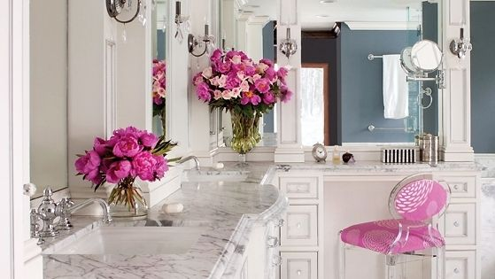 Master Bathroom - marble w/ pink accents.