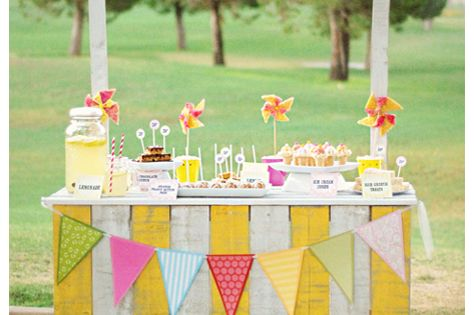 Great tutorial on DIY aged wood signs, like this beautiful lemonade stand