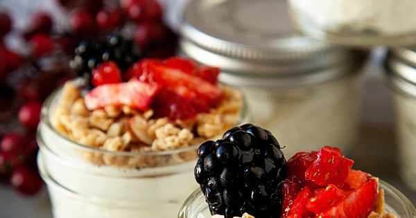Creamy yogurt cups: I love these mini mason jars