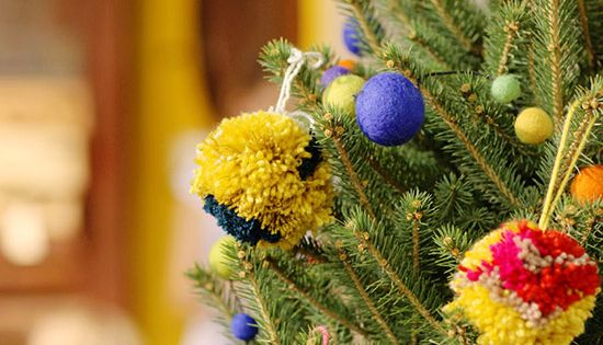 DIY pom pom ornaments from Anthropologie! Christmas holiday decoration