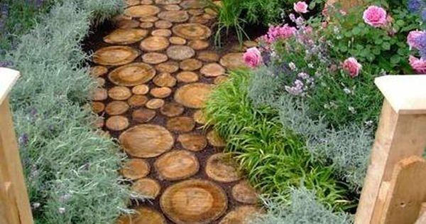 Caminos con troncos de madera si cortas un arbol en tu - Troncos para jardin ...